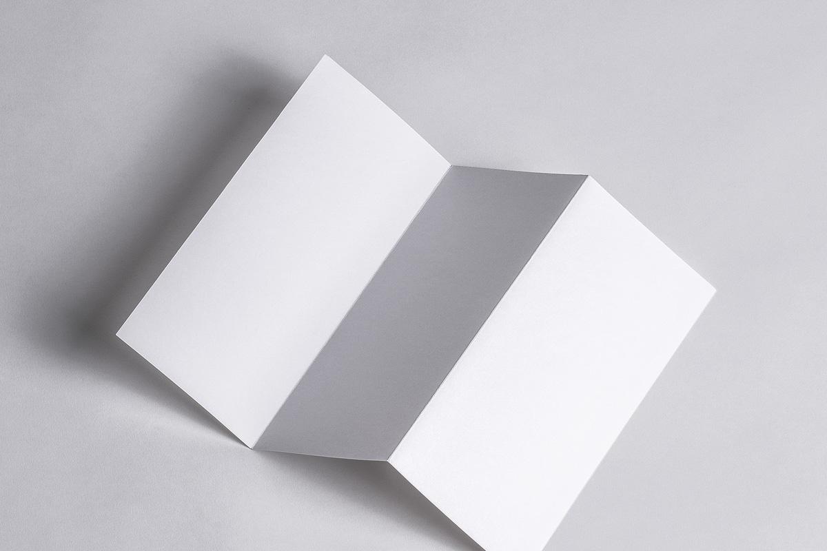 折叠页宣传册样机Z-Fold Psd Brochure Mockup