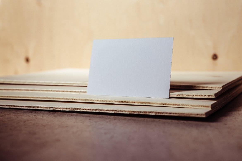 VI展示样机高端商业名片设计样机business-card-mockup-JNNUGY2