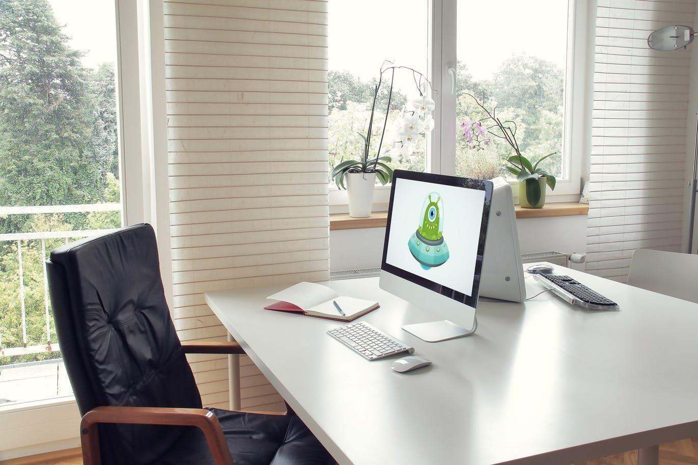 4个办公室场景的MacBook 4-desktop-mockup-office-workspace