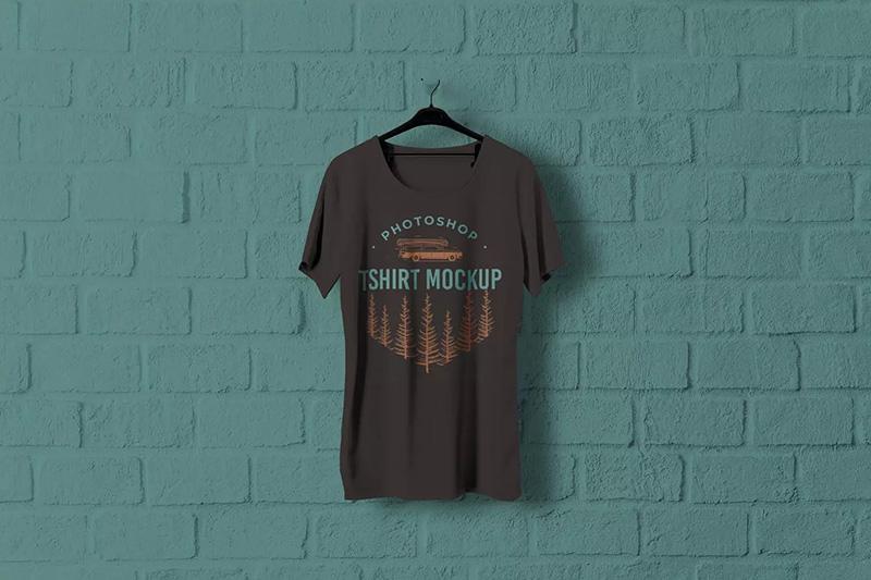 砖墙背景晾晒状态T恤展示设计样机模板designshidai_yj23