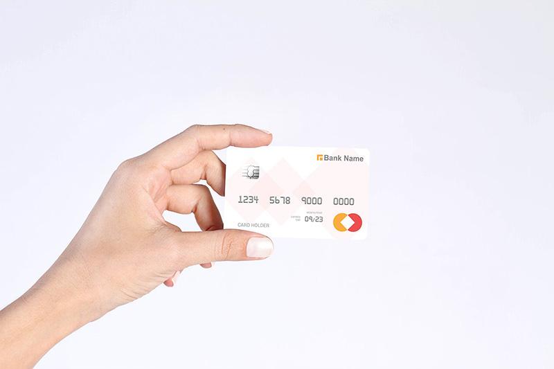 手持信用卡排版预览样机模板 Credit Card Mockupdesignshidai_yj59
