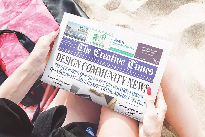 海滩场景新闻报纸印刷设计图样机designshidai_yj153