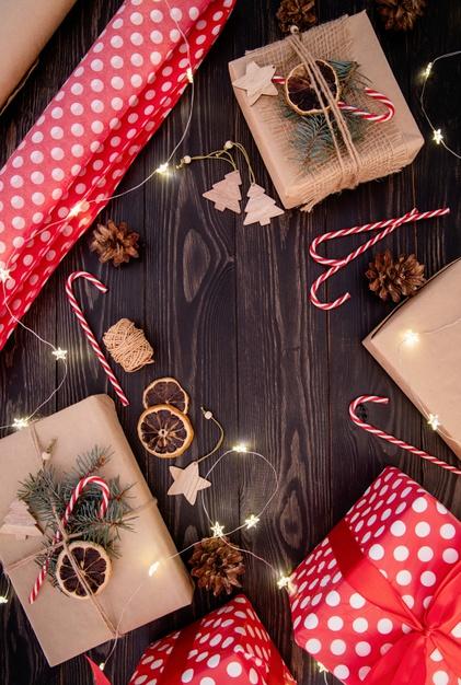 牛皮纸包装装饰的礼品盒背景designshidai_beijing77