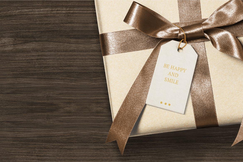 高端大气礼物盒上的问候标签模型designshidai_yj815